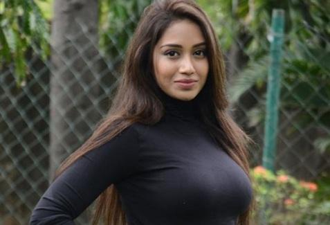 தயாரிப்பாளர்களை கவர்ந்த, நிவேதா பெத்துராஜ்! Nivetha